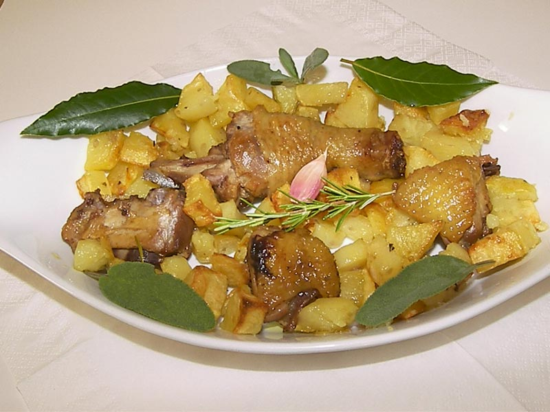 pollo con patate arrosto